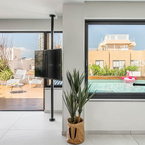 Penthouse in Tel Aviv with a pool for rent